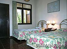 Bali Lovina Beach Cottages - standard room with twin beds